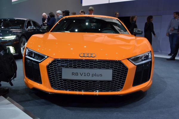 2015 audi r8 v10 plus price specs review. Black Bedroom Furniture Sets. Home Design Ideas
