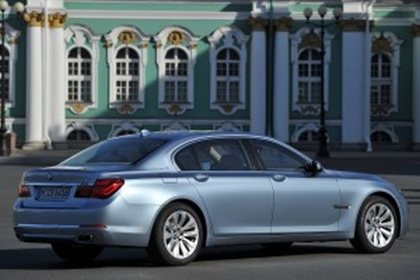 2015 - BMW ActiveHybrid 7 Side and Rear View