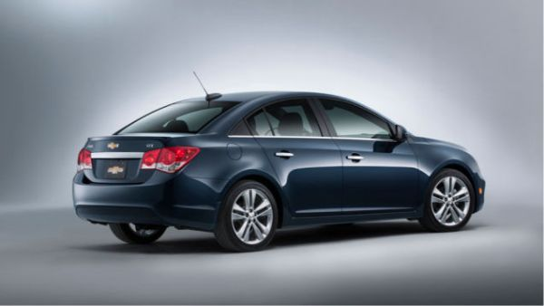 2015 - Chevrolet Cruze  Side and Rear View