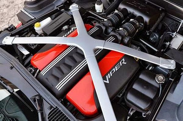 Dodge Viper SRT Engine - 2015