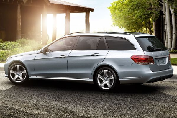 Mercedes E-Class Wagon 2015 Side View
