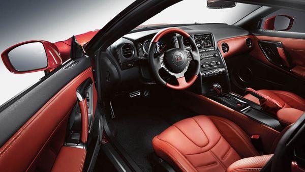 2015 - Nissan GTR interior