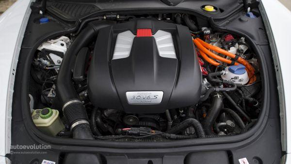 2015 - Porsche Panamera S E-Hybrid Engine