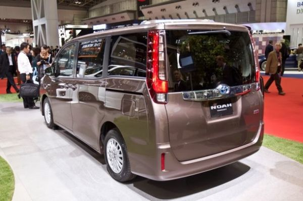 2015 - Toyota Noah Rear View