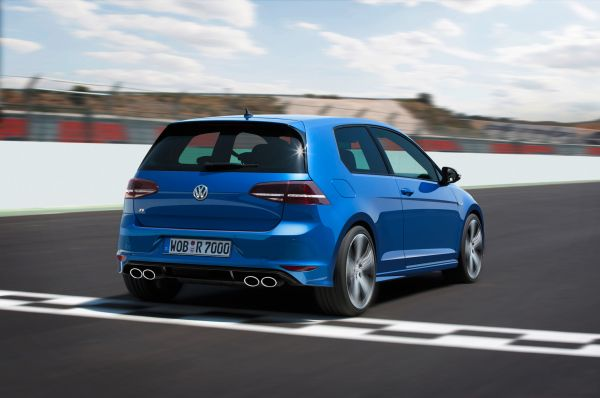 2015 Volkswagen Golf R Rear and Side View