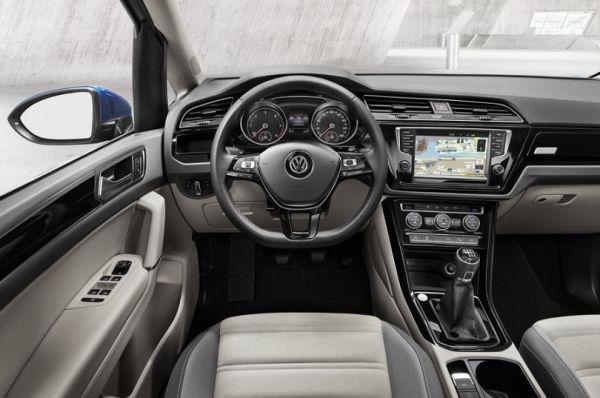 2015 - Volkswagen Touran Interior