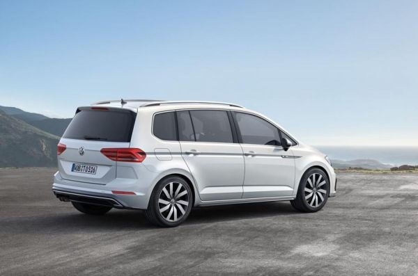 2015 - Volkswagen Touran Side View