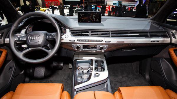 2016 - Audi Q7 Hybrid Inteiror
