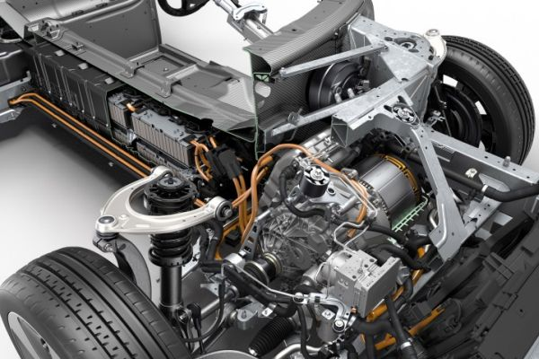 2016 - BMW i8 Engine