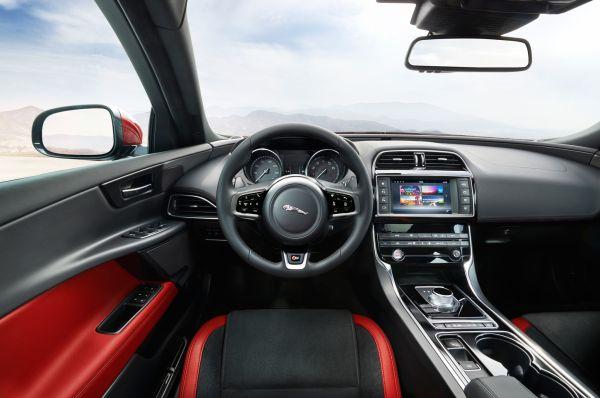 2016 - Jaguar XE Interior