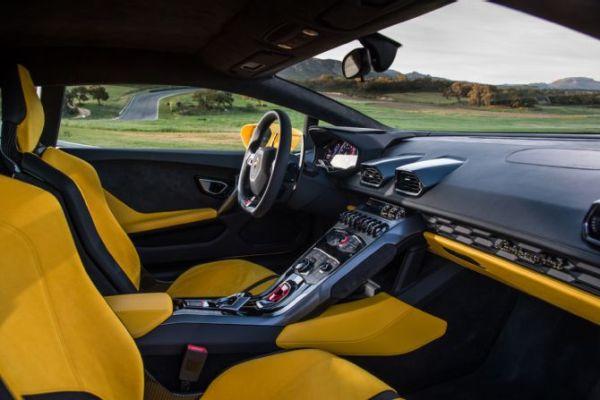 2016 Lamborghini Huracan LP 610-4 Roadster Interior