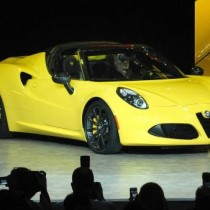 Alfa Romeo 4C 2016 - side front view