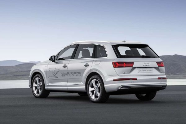 2015 audi q7 hybrid price review specs. Black Bedroom Furniture Sets. Home Design Ideas