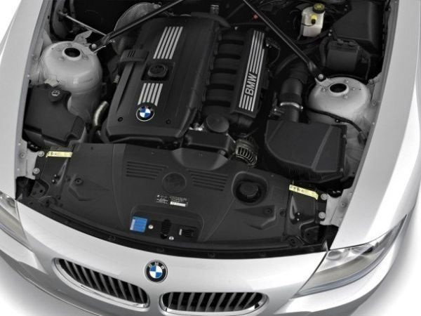 2017 BMW i8 - Engine