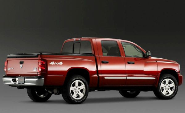 Dodge Dakota 2016 - Side and Rear View