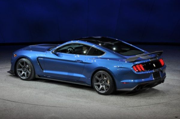 2016 Ford Mustang Shelby GT350R - Side and Rear View