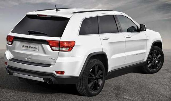 Jeep Grand Cherokee 2016 - Rear View