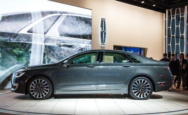 2017 Lincoln MKZ - Side View