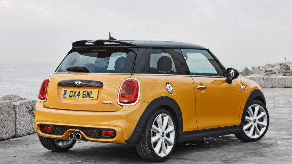 MINI Cooper Hardtop 2015 - Rear View