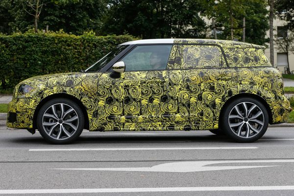 MINI Countryman 2017 - Side View