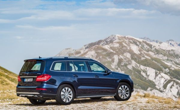 2017 Mercedes-Benz GLS-class - Side and Rear View