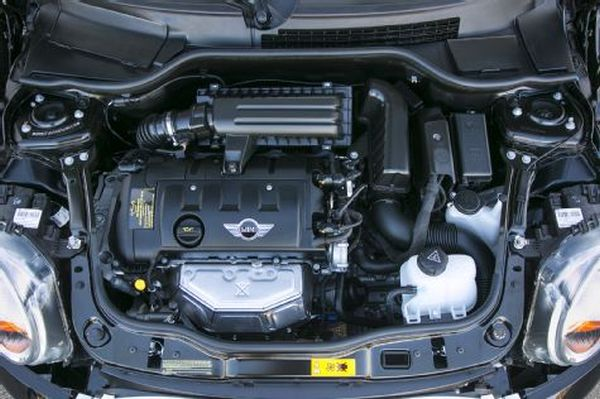 Mini Cooper Clubman 2015 - Engine