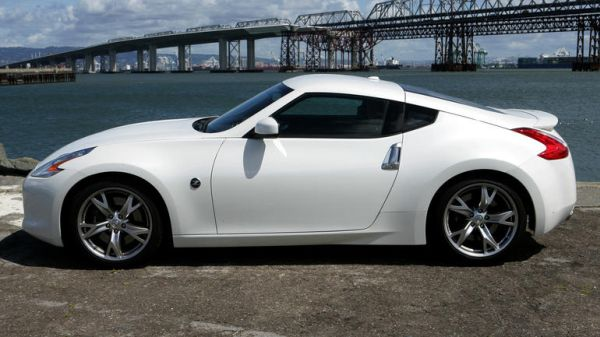 2016 Nissan 370Z - Side View