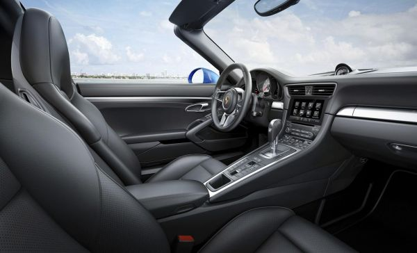 2017 Porsche 911 Carrera 4 Cabriolet - Interior