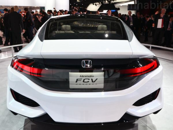 Rear View of 2015 Honda FCV