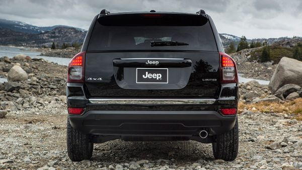 Rear View of Jeep Compass Altitude 2015