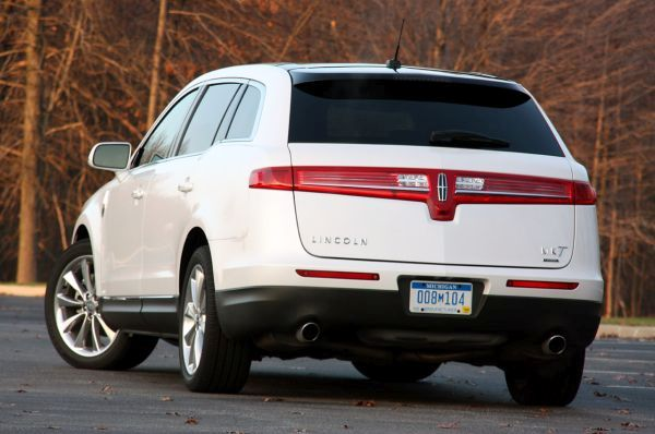 Rear View of 2015 Lincoln MKT