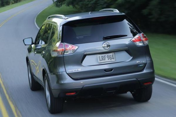 Rear View of Nissan Rogue 2015