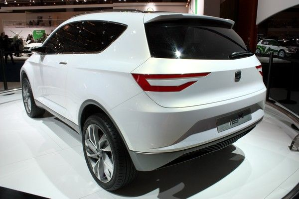 Rear View of 2016 Skoda Snowman