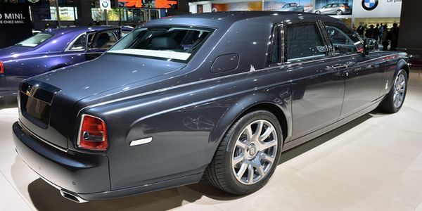 Rolls Royce Ghost 2015 - Side and Rear View